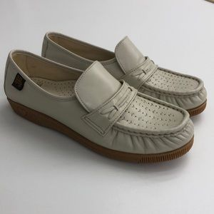 Soft Spots Tan Leather Loafers slip on 8.5